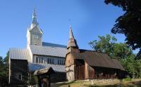 Ruhnu nn vana ja uus kirik, mille restaureerimises Tõnu Vainküla osales. Foto: erakogu  - pics/2011/01/31002_1_t.jpg