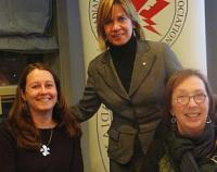Left to right: Julie Payne, CFJE manager; Madeleine Ziniak, Chair, CEM; Anne Gane, IFEX, Executive Director.    Photo: Janus Raudkivi  - pics/2011/02/31334_1_t.jpg