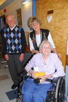 Eesti Vabariigi kaasaegsed Leo Soo ja 100-aastane Matari saatjaga. - pics/2011/02/31581_6_t.jpg
