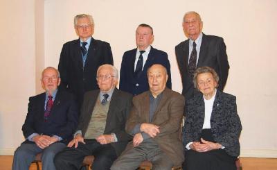 Soomepoiste juhatus Istuvad: Ylo Mark Saar, Hannes Oja, Paul Rabisson, Asta Kaups. Seisavad: Paavo Loosberg, Erich Rämmeld, Raffi Moks. - pics/2011/03/31679_8_t.jpg
