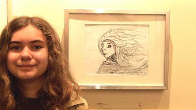 12. a. Evi Tampõld näitusel esitatud töö juures Foto: erakogu  - pics/2011/04/32075_1_t.jpg