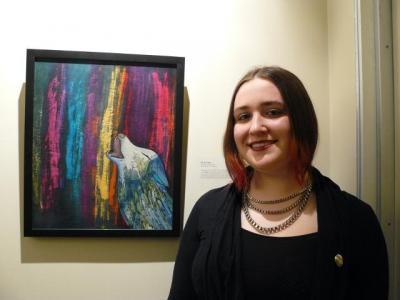 """Krista Koger oma näitusel esitatud tööga """"Hunt virmalistega"""", mis valiti ka galerii reklaampildiks terveks aastaks ja on esitatud näituse plakatil. Foto: Merike Koger   - pics/2011/04/32075_2_t.jpg"""