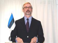 EV Suursaadik Rootsis Jaak Jõerüüt tervitas kõiki kohalolijaid ja soovis, et meie igapäeva tööks võiks olla mineviku ja tuleviku seoste leidmine.  - pics/2011/04/32080_2_t.jpg