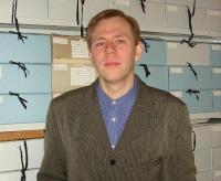 Foto:  Janis Tobreluts seisab hea kirikuarhiivide korrashoiu eest. F: Eesti Kirik  - pics/2011/04/32140_1_t.jpg