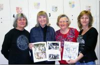 Vasakult: Merike Martin, näituse koostaja Naima Aer, Vaike Külvet ja Eti Ainso Karavani näituse ülesseadmisel.  - pics/2011/04/32214_1_t.jpg