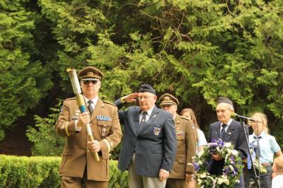Tõrvikuga major Ülo Isberg - pics/2011/07/32785_7_t.jpg