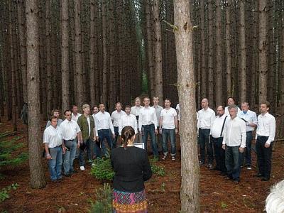 EÜS-I Meeskoor laulmas Jõekäärul. Foto: erakogust  - pics/2011/07/32836_1_t.jpg