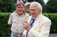 Pärnu Suupillifestivali konkursi žürii esimees dirigent Ilmar Tõnisson (paremal) ja helilooja Urmas Sisask jäid Ants Liiguse kaamerasilma ette festivali lõppkontserdil.  - pics/2011/08/33085_1_t.jpg
