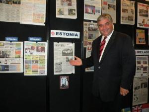 The Hon. Peter Van Loan, MP, Government House Leader, at the Eesti Elu  newspaper display of the NEPMCC exhibit of the CNE. Photo: Adu Raudkivi.  - pics/2011/08/33285_1_t.jpg