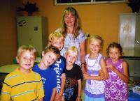 Algkooli noorimad oma õpetaja Eve Järvega.  - pics/2011/09/33510_2_t.jpg
