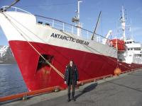 """Celeste, taustal uurimislaev """"Antarctic Dream - pics/2011/09/33565_4_t.jpg"""