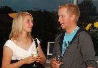 Kathriin Karus tuli Torontosse 2009. aastal elamusi otsima. Ta töötas eesti peres lapsehoidjana, aga oli ka gaidjuht, kasvataja Jõekäärul, lõi kaasa Metsaülikooli juhtkonnas ja töötas vabatahtlikuna EstDocsil. Nüüd õpib ta taas Tartu Ülikoolis. Paul Marleyl on käsil vastupidine elamusteotsing: Toronto eestluses sirgunud noormees on nüüdseks juba pool aastat Tallinnas elanud ja töötab Jõelähtmel asuvas Estonian Golf and Country Clubis. Foto: Lauri Kapp  - pics/2011/10/33751_2_t.jpg