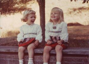 Estonian girls in California (Virve is on the left). Photo from personal archive. - pics/2011/10/33908_3_t.jpg