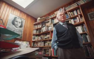 Josef Skvorecky in his office in his Toronto home in this 2000 photograph. - pics/2012/01/34603_001_t.jpg