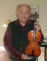 Raul Pettai koos Mälgi viiuliga.  - pics/2012/01/34778_001_t.jpg