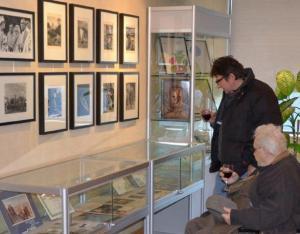 Vello Muikma näitus on eksponeeritud Tartu College'i suures saalis, fuajees ja koridorigaleriis.  Foto: Taavi Tamtik   - pics/2012/01/34832_004_t.jpg