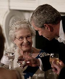 Elizabeth II and George W. Bush share a toast during a state dinner at the White House, 7 May 2007 - pics/2012/02/35083_001.jpg