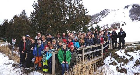 Grupp suusapäeval osalenuid. Kokku nautis talverõõme imbes 80 inimest. Foto: Helle Varrik  - pics/2012/02/35338_001_t.jpg