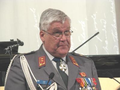 Soomepoistele pidas peokõne kindralmajor erus Kari Siiki - pics/2012/02/35361_001_t.jpg
