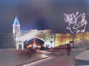 Uisuplats Saint-Jeani värava ees. Foto: Jean-Philippe Servant, CCNQ (La Commission de la capitale nationale du Québec) - pics/2012/03/35436_021_t.jpg