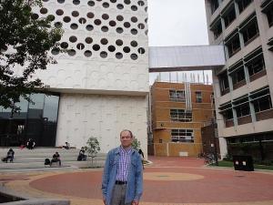 Fotol TTÜ informaatikainstituudi professor Kuldar Taveter Swinburne'i Tehnikaülikoolis.  - pics/2012/03/35474_001_t.jpg