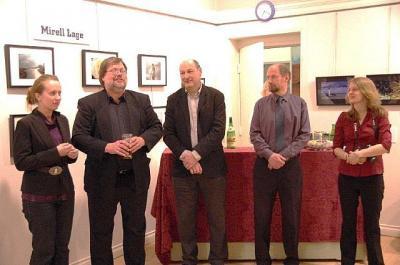Näituse pidulikul avamisel. Vasakult Mirell Lage, näituse peaorganiseerija Jaak Järve, Toomas Heinar, Robert Hiis ja Kerly Ilves. Foto:EE - pics/2012/03/35653_001_t.jpg