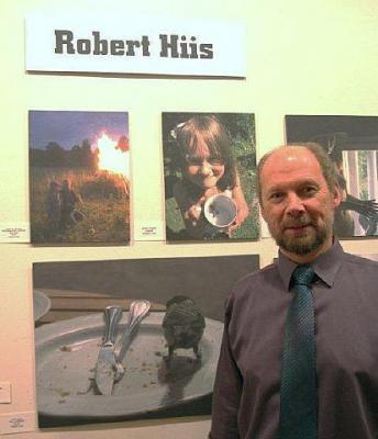 Robert Hiis oma tööde ees. Foto: EE   - pics/2012/03/35653_002_t.jpg