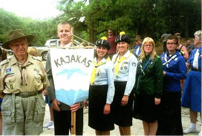 Foto on Kajaka salga 2010 kursusest Järvemetsa skautlaagris. Elmar Saarniit on vasakul.  - pics/2012/04/35852_001_t.jpg