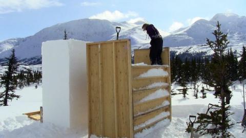 Esimene lumeblokk on valmis, teist alles tambitakse – üksildases paigas keset Yukoni puutumatut loodust. - pics/2012/04/35950_017_t.jpg