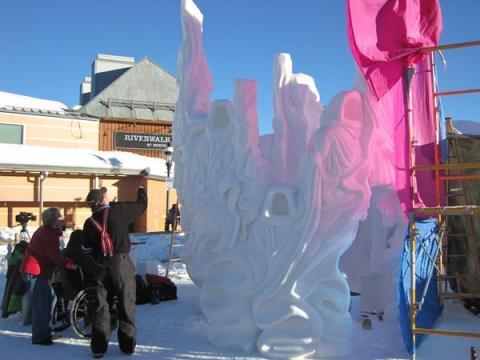 Soe päike on lumevoolija ja voolitu vaenlane. Yukonlased on riputanud päiksepurje, et kaitsta oma virmalisi sula eest. - pics/2012/04/35950_025_t.jpg