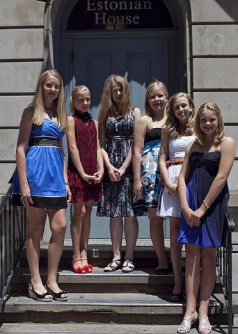 Vasakult: Julia Aasmaa, Pianka Pärna, Enely Sokk, Lilly Aasmaa, Liisa Balazs, Heili Truumees. - pics/2012/06/36797_001_t.jpg