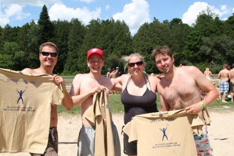 """Võrkpalliturniiiri võitjad """"Rabarber"""". Vasakult: Priit Nikker, Tom Rebane, Kristiina Nieländer, Jaan Hess - pics/2012/07/36869_008_t.jpg"""