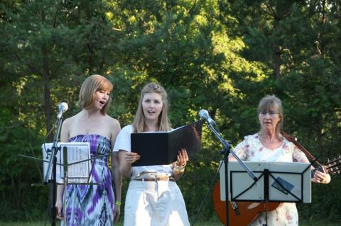 Laululinnud Elena Lepik, Maarika Lepik ja Liina Purje Lepik - pics/2012/07/36869_025_t.jpg