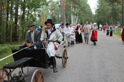 Värska vallavanem ja Seto vägede ülemjuhtaja paraadi juhtimas - pics/2012/08/37126_002_t.jpg
