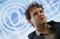 Eestis varjupaigataotlusele vastust ootav Maksim Jefimov ütleb, et korru ptsioon ja inimõiguste rikkumine vohavad Venemaal samamoodi kui NSVL-i ajal.Foto: Siim Lõvi  - pics/2012/08/37192_001_t.jpg