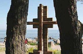 Mälestusmärgi autor nägi ette vana palkmaja nurka, mille ülemised palgid moodustaksid risti. Viimsi Teataja  - pics/2012/08/37215_001.jpg