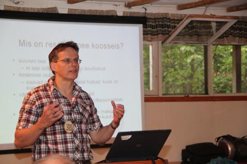 EKV reservohvitser nooremleitnant Markus Alliksaar pidas loengu Eesti Kaitseväe struktuurist - pics/2012/08/37239_010_t.jpg