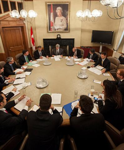 Prime Minister Stephen Harper attends a meeting with officials on Parliament Hill.  (Photo by Jason Ransom) - pics/2012/10/37607_002_t.jpg