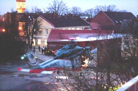 Kopter tõi Viljandi kesklinna politsei eriüksuse. foto: Liina Valt  - pics/2012/11/38004_001.jpg