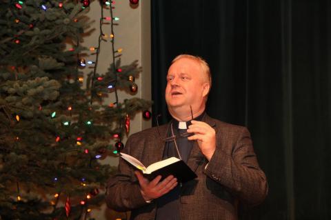 Kristlikku jõulujuttu rääkis lastele Vana-Andrese kirikuõpetaja Kalle Kadakas - pics/2012/12/38153_001_t.jpg