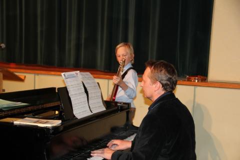 "Basskitarri ja klaveri duo August ja Matti Jalakas ""Talve võlumaa"" - pics/2012/12/38153_020_t.jpg"