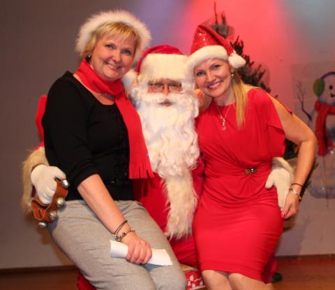 Jõuluvana oma abilstega Ruth McFarlane ja Janne Laanemaa - pics/2012/12/38153_066_t.jpg