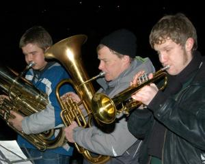 A mainstay of the Christmas in the woods is the Scout/Guides brass band.  From the left: Mihkel Kütti, Tõnu Naelapea, Roland Campbell.  - pics/2012/12/38180_001_t.jpg