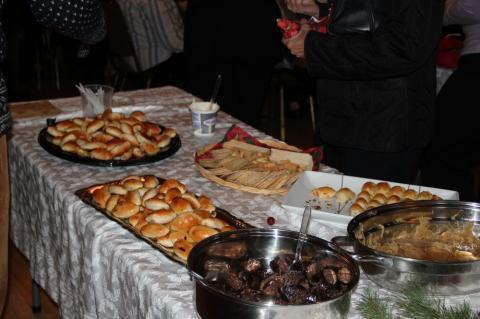 Rikkalik söögilaud Ülle Veltmanni söökidega - pics/2012/12/38190_006_t.jpg
