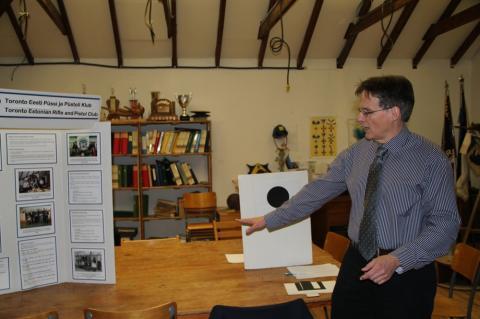 TEPP president Markus Alliksaar tutvustab laskeklubi reegleid - pics/2012/12/38190_013_t.jpg