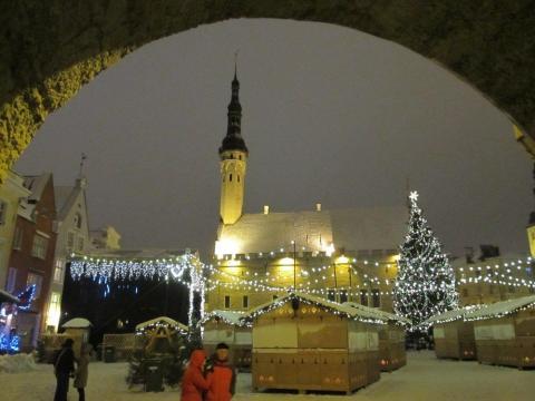 - pics/2012/12/38246_010_t.jpg