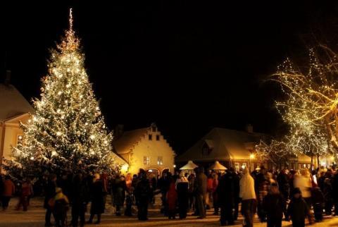 Kuressaare raekoja plats, FOTO: Tiina Usin - pics/2012/12/38246_026_t.jpg