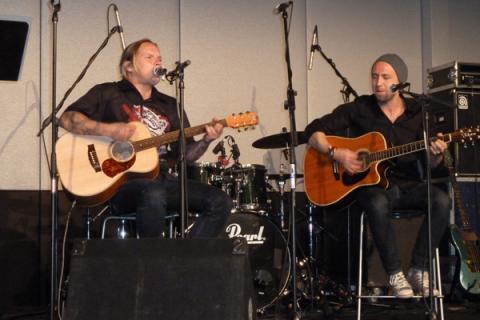 Jaagup Kreem ja Taavi Langi avapeol 27.12.2012. Foto: Peeter Lepik - pics/2012/12/38305_006_t.jpg