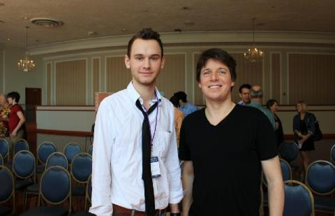 Jonas Tarm (vasakul) koos Joshua Belliga (paremal). Foto autor Jean Kim.  - pics/2013/01/38439_002_t.jpg