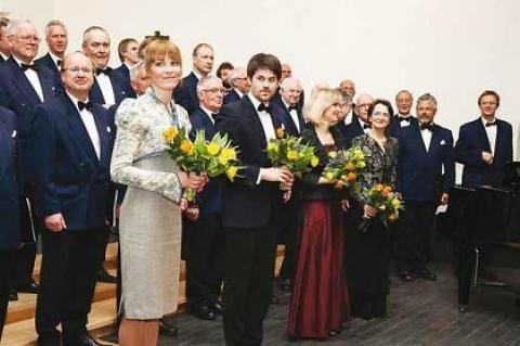 Inseneride meeskoor, esireas dirigendid Killu Rikker ja Kuldar Schüts, solist Pirjo Püvi ja klaverisaatja Piia Paemurru - pics/2013/04/39141_001_t.jpg